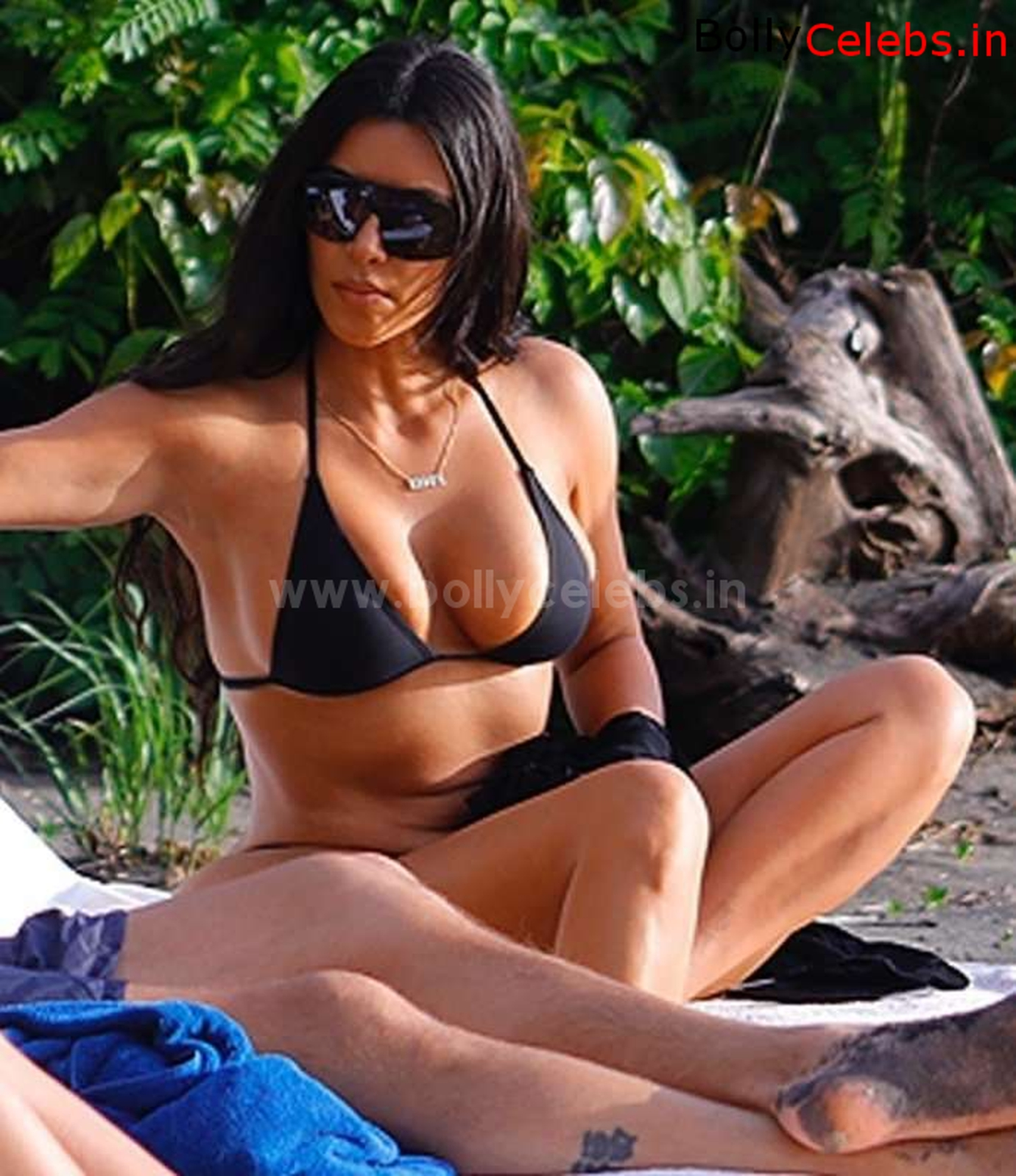 Kim Kardashian Sexy Cameltoe Huge Pussy Lips Boobs and Booty ~ bollycelebs.in Exclusive Celebrity Pics