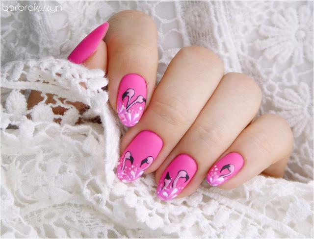 paznokcie z flamingami