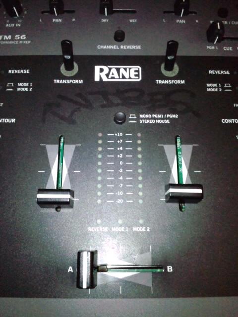 DJミキサー、Rane TTM56 の写真です。
