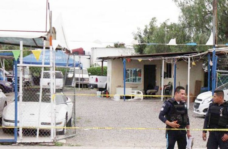 Acribillan a cuatro sujetos dentro de lote de autos de León, Guanajuato