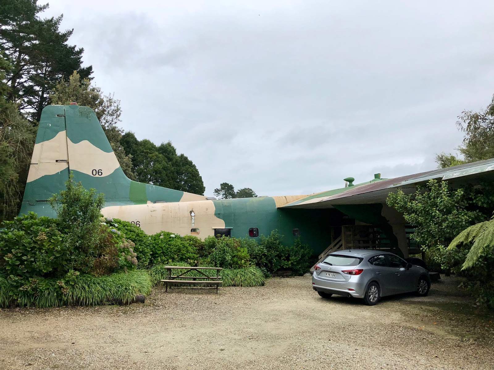 Woodlyn Park Waitomo Hotel - Airplane & Hobbit Hotel