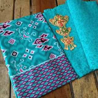 Kain Batik dan Embos 148 d Mega Mendung Hijau Tosca