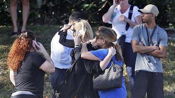 Μακελειό με 17 νεκρούς και 50 τραυματίες σε σχολείο στη Φλόριντα (βίντεο)