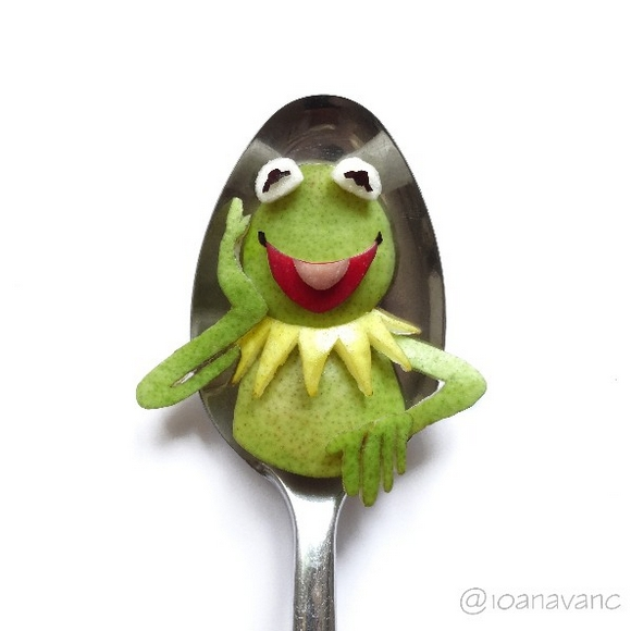 17-Kermit-the-Frog-Ioana-Vanc-Food-Art-using-Chocolate-Vegetables-and-Fruit-www-designstack-co