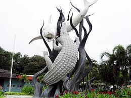 Lambang Sura (hiu) dan Baya (buaya) menjadi Lambang Kota Surabaya