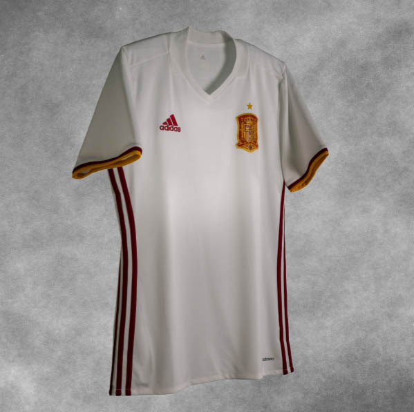 364657c9c15 The Spain 202016-17 away kit features a modern yet simplistic design after  their Euro 2016 away jersey boasted an insane graphic print on the front.