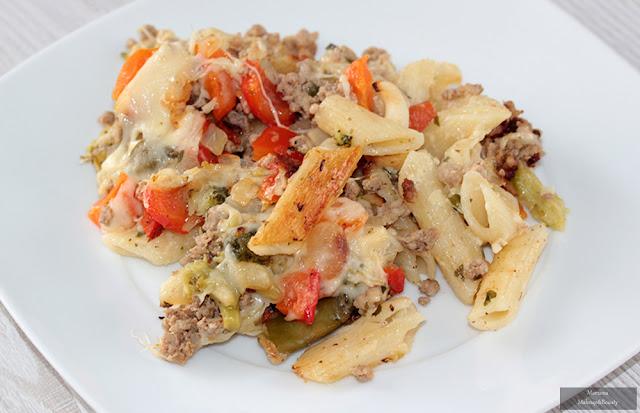 zapiekanka z makaronem mięsem mielonym warzywami
