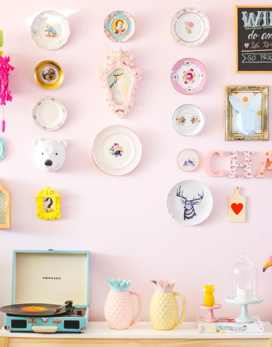 pratos vintage na parede