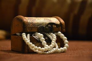 cufar cu bijuterii