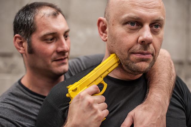 КравМага - система обороны против оружия