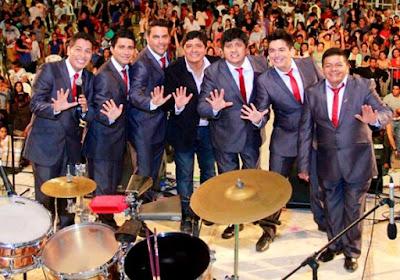 Foto del Grupo 5 en el escenario