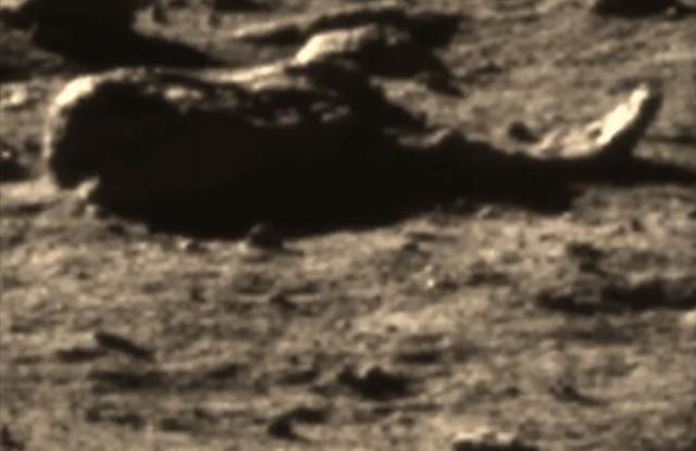 Китайские товарищи засняли на Луне инопланетянина в скафандре (видео)