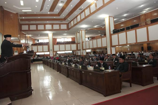 Gubernur Beri Penjelasan Terkait Lima Raperda