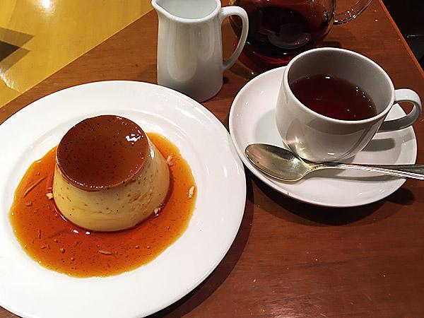 柏高島屋にある『マーケットレストランAGIO柏店』の自家製プリンと紅茶