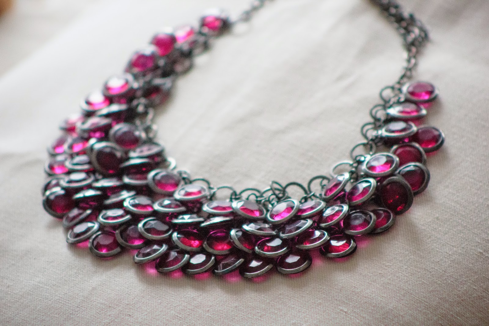 ACCESSOIRE: PURPLE CHAIN PRIZMAHFASHION