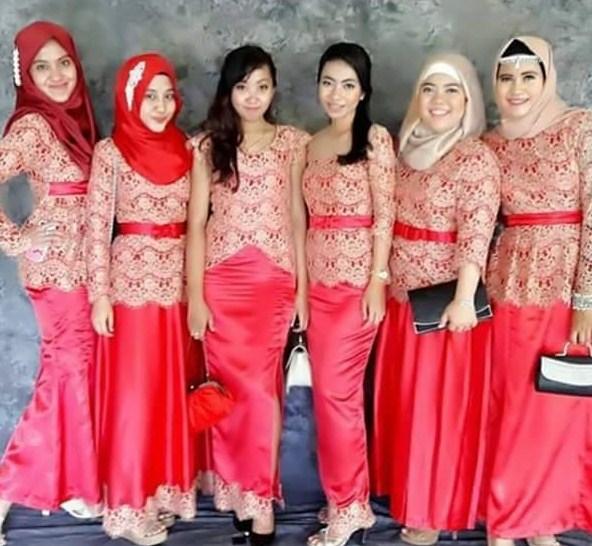 Model Baju Batik Terbaru Kerja Kombinasi Keluarga Muslim: Foto Baju Muslim Kebaya Modern Kombinasi Brokat Untuk