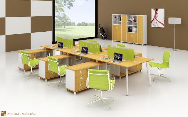 Thiết kế văn phòng làm việc sử dụng chiếc bàn làm việc đi kèm bàn phụ nhằm tăng nơi chứa tài liệu hoặc để máy tính tiện lợi cho người sử dụng