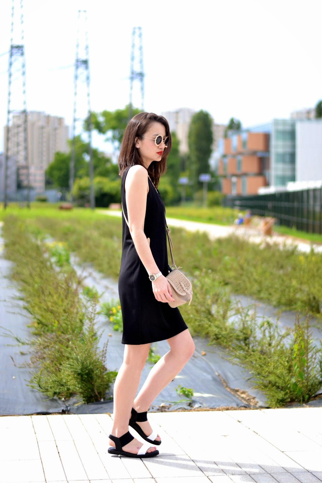如何穿黑色连衣裙