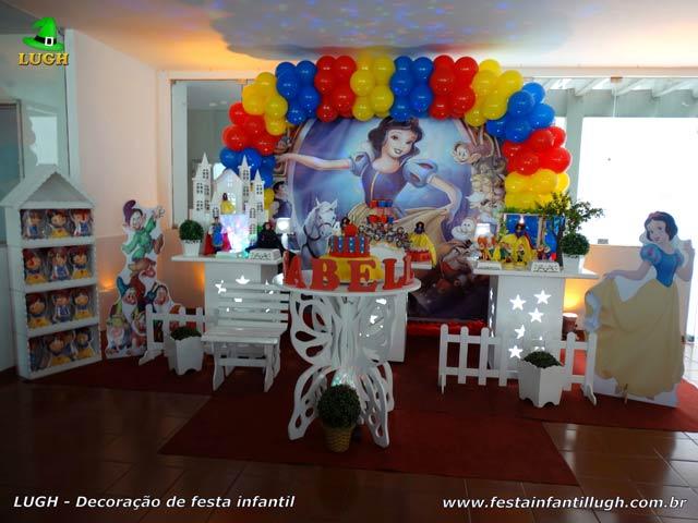 Decoração de aniversário infantil Branca de Neve - Mesa de festa temática provençal simples