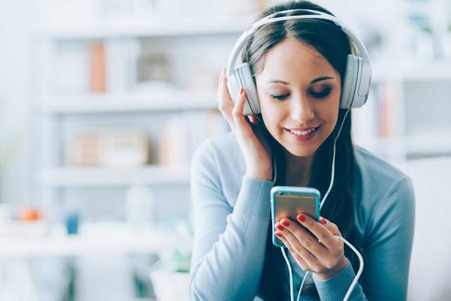 Gunakan Headshet atau Earphone Saat Menelpon