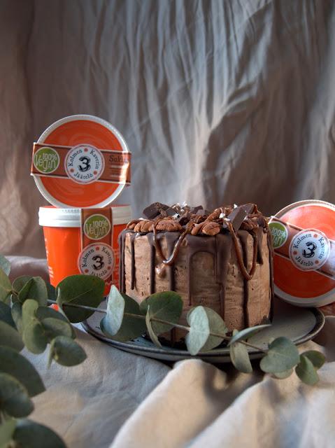 Joulukalenteri luukku 14. – Vegaaninen jäätelökakku + 3 Kaverin jäätelöarvonta!