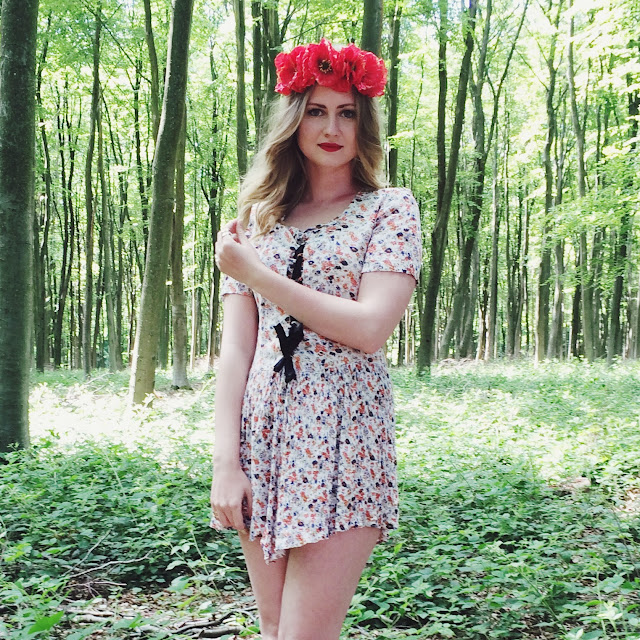 Vintage lookbook, vintage bloggers, FashionFake, how to wear vintage clothing, fashion bloggers