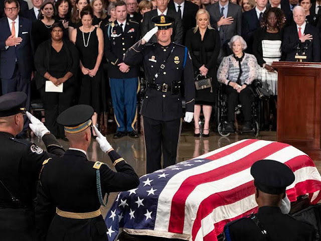 Jenasah Mantan Presiden Bush Dibaringkan dengan Kehormatan Kenegaraan