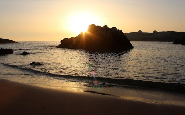 Amanecer en la playa de San Juan de la Canal en Soto de la Marina. Costa Quebrada. Cantabria