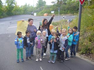 Vorschulkinder bereiten sich auf die Schatzsuche vor