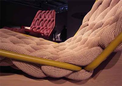Sillón inusual tejido y con madera