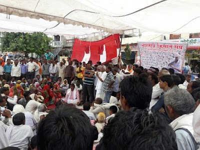भारतीय किसान संघ ने दिया धरना, की सूखा घोषित करने की मांग