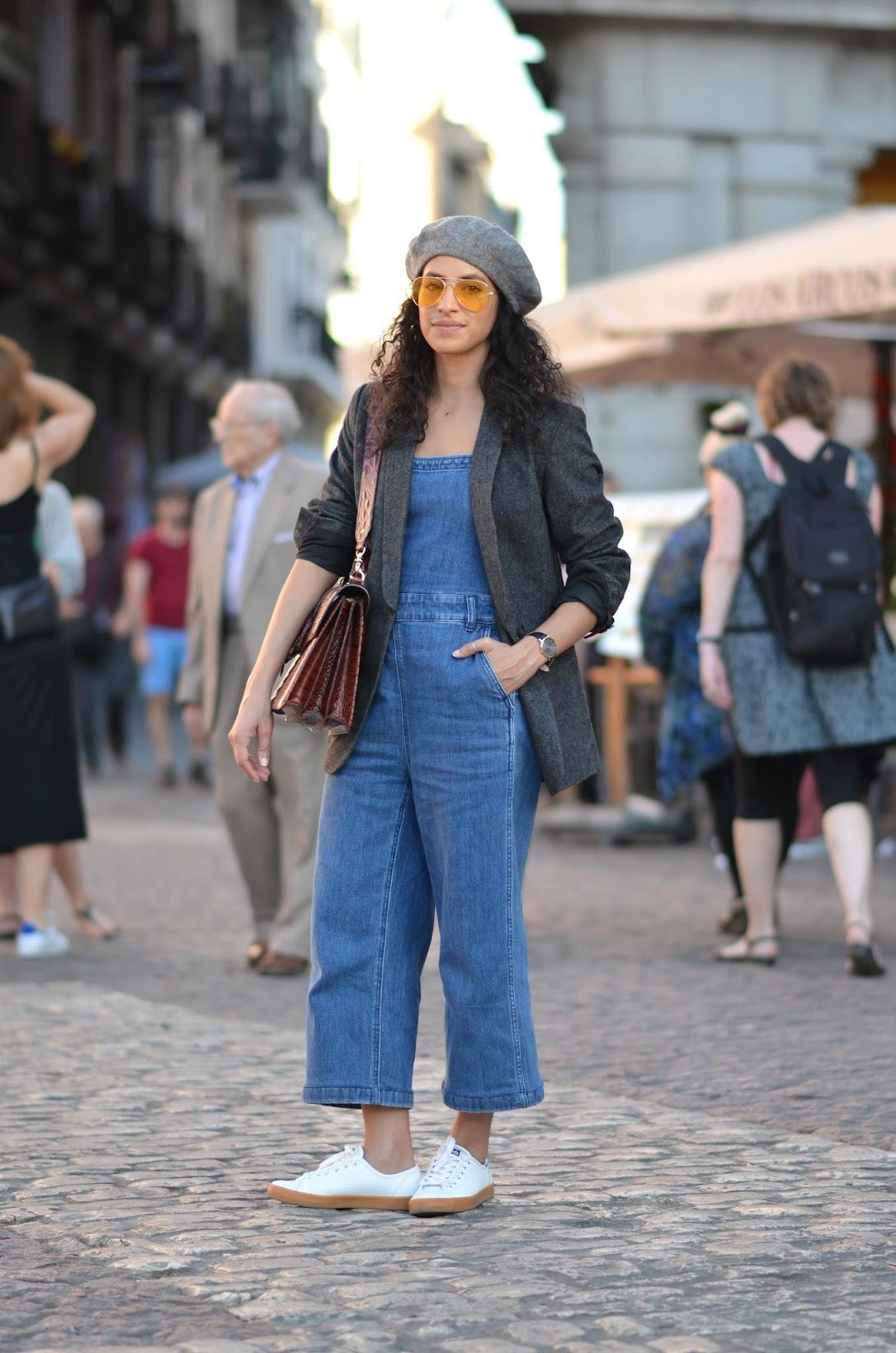 madrid street style, overalls, madewell overalls, blazer, yellow aviator glasses, beret
