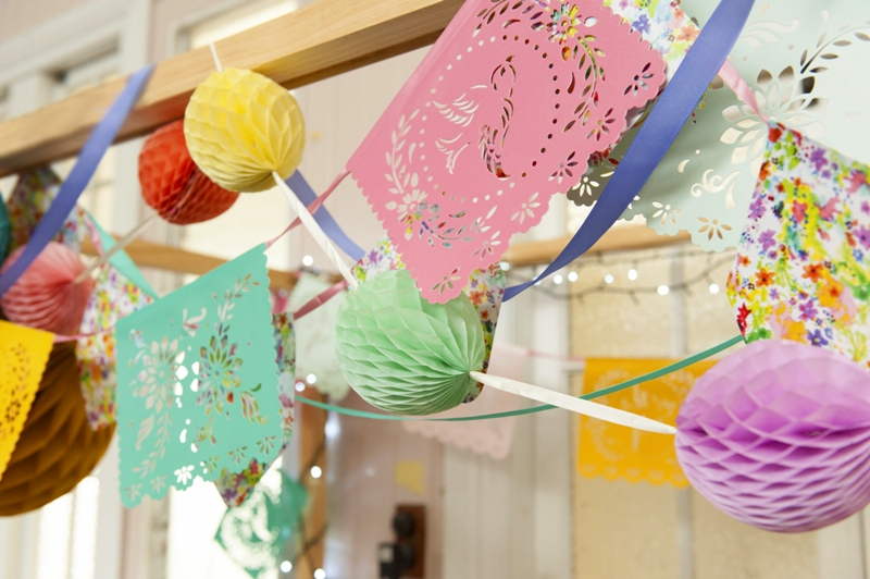 A Bright Summer Fiesta DIY Decorations - via BirdsParty.com