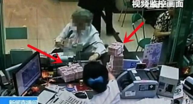 "Nenek Ini ke Bank untuk Mengambil Uang Satu Juta Rupiah, Tapi Ditolak dengan Nada Ketus oleh Teller ! Si Nenek Lalu Berkata :""Kalau Begitu, Saya Ambil 400 Miliar"""