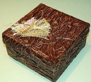 http://www.guiademanualidades.com/aprende-a-reciclar-y-decorar-envases-y-cajas-2382.htm