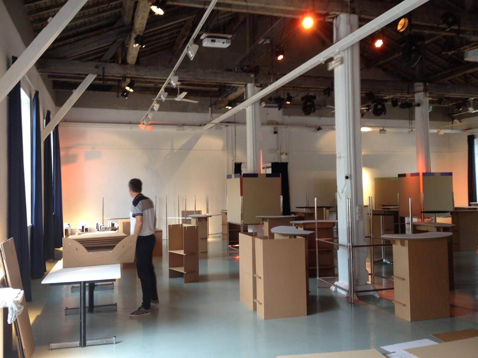 Carton kit cr ations objets et meubles 100 carton for Fabricant de stand pour salon
