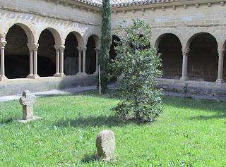 Navarra; Nafarroa; Olite; Iglesia de san Pedro; Claustro; Románico; Románica