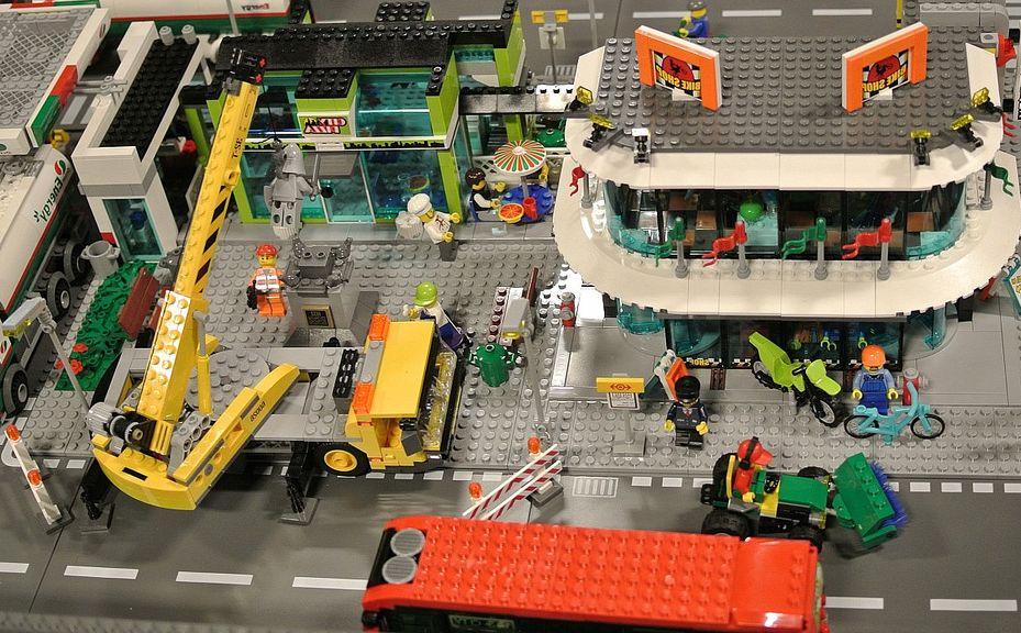 DeToyz: Lego 60026 Town Square
