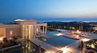 Το πιο ακριβό ξενοδοχείο της Ευρώπης βρίσκεται στην Αργολίδα και θυμίζει αρχαιοελληνικό ναό