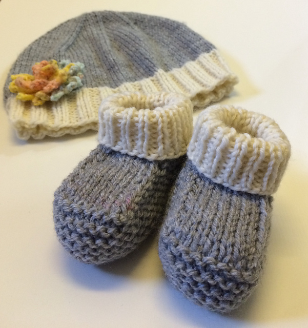 Baby Booties Cable Knitting Pattern : knitnscribble.com: Easy baby hat and booties patterns plus ...