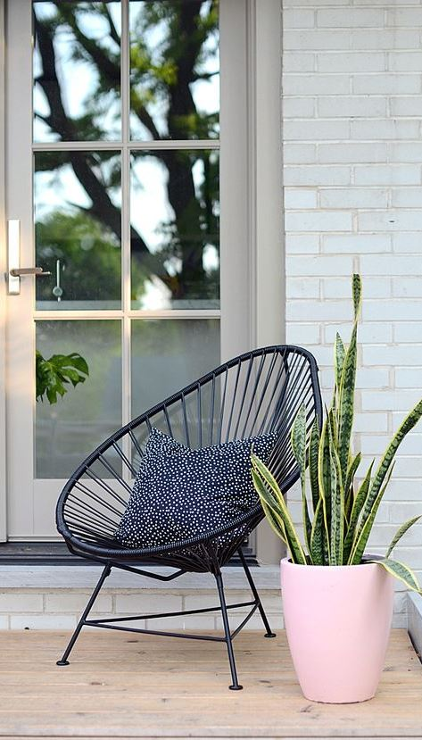 25 Pretty Little Porches & Patios
