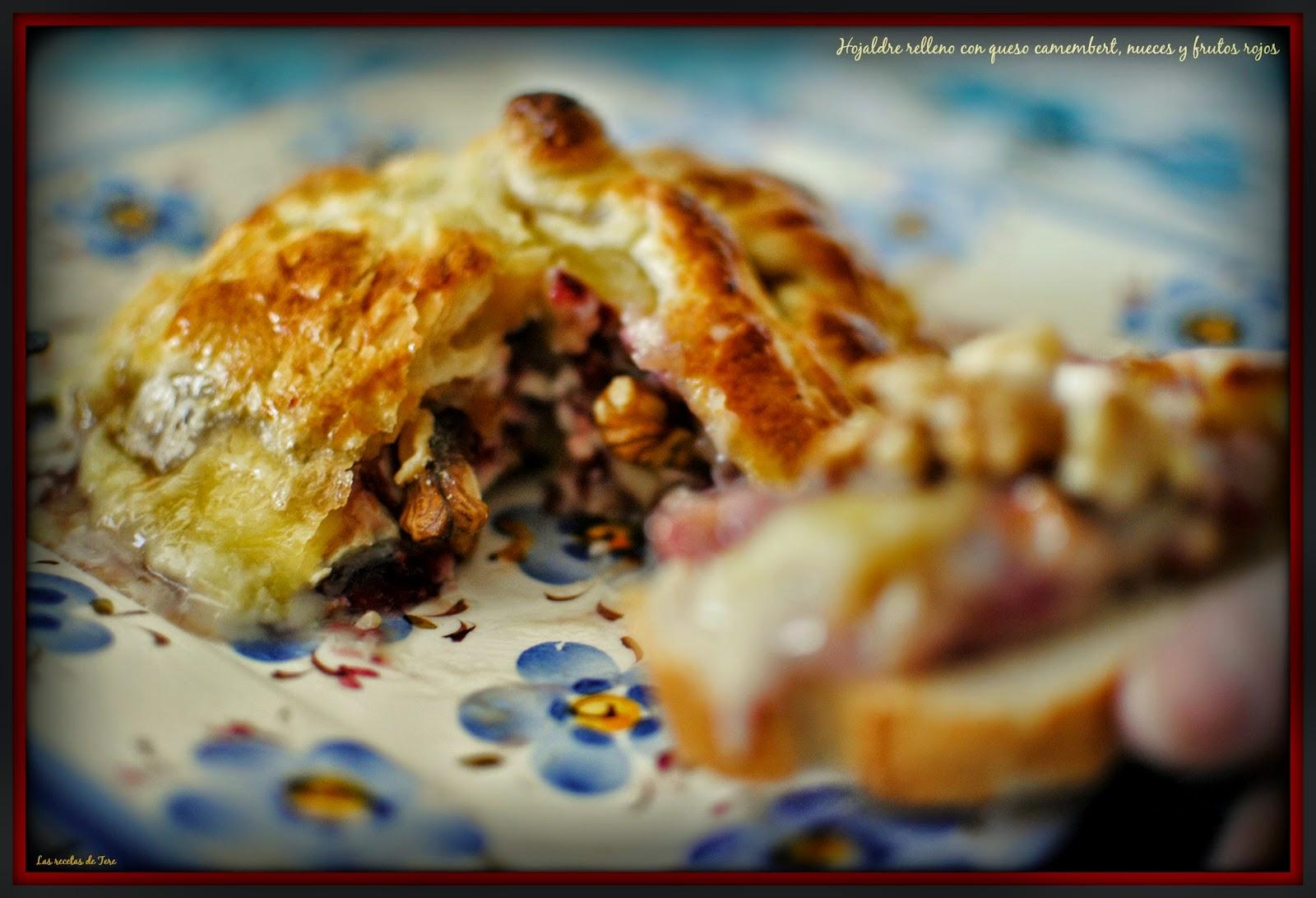 Hojaldre relleno con queso camembert  nueces y frutos rojos  tererecetas 04