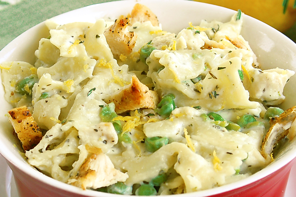 Cheesy Chicken Pasta with Peas close up