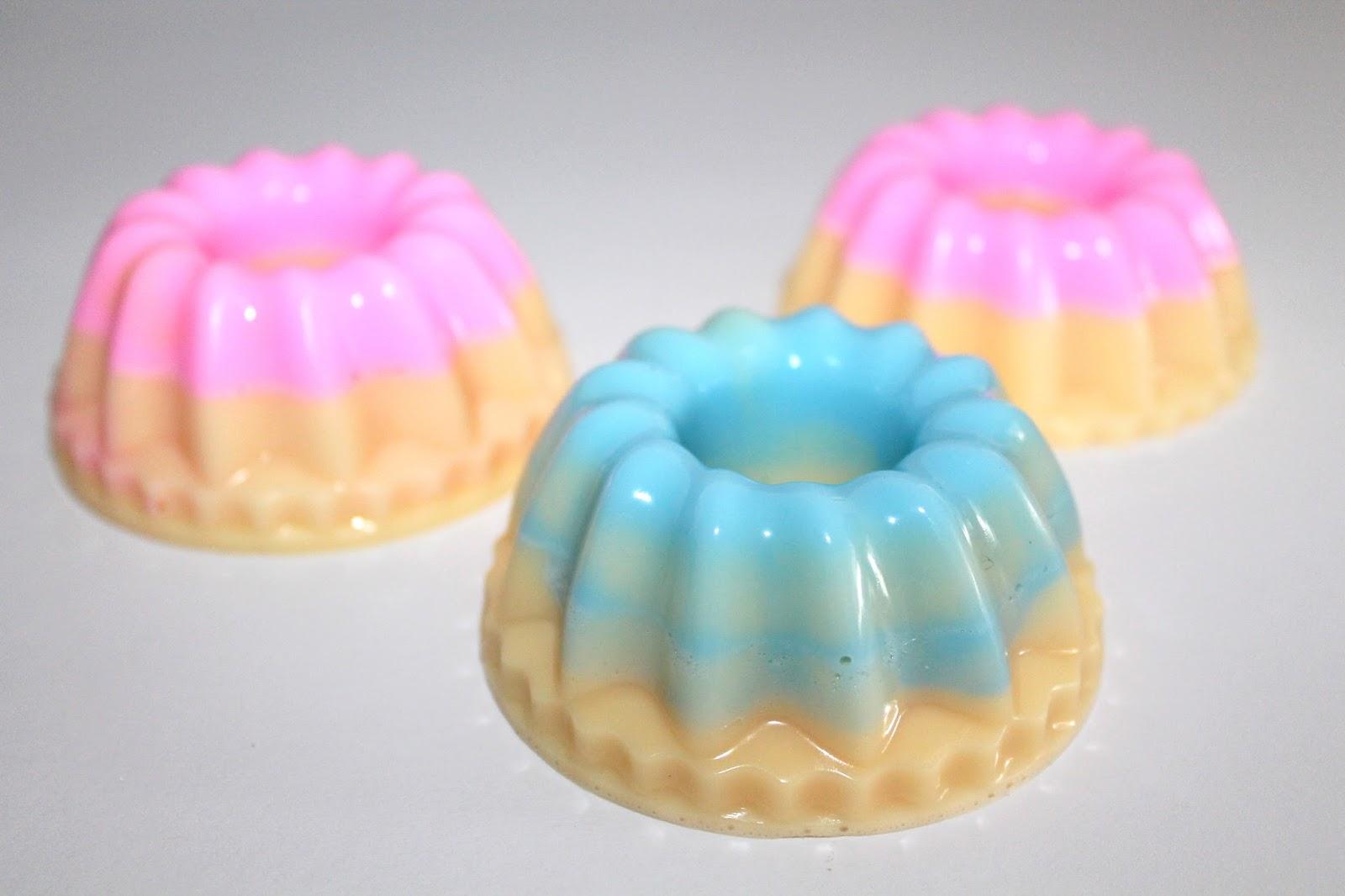 DIY, Basteln: Gugelhupf mit rosa und blauem Guss als Geschenkidee, Kosmetik, Beauty und Wohndekoration - DIYCarinchen