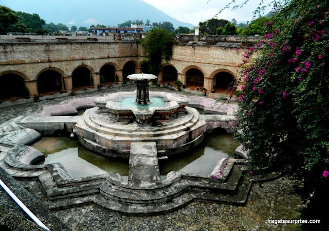 Fonte dos Peixes, no Convento de La Merced, Antigua Guatemala