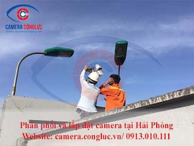 Bảo trì camera quan sát tại công trường xây dựng.