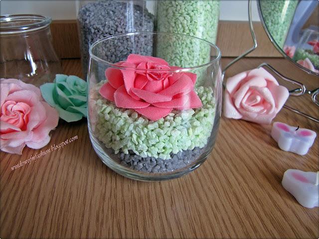 Krok 2: udekorowanie całości kwiatkie/ świeczką