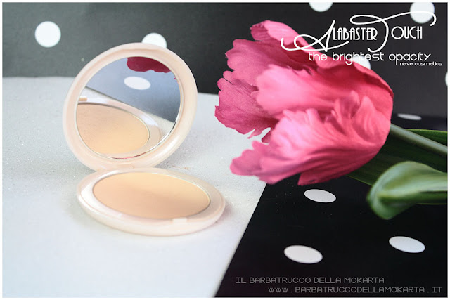 alabaster touch cipria neve cosmetics powder packaging recensione