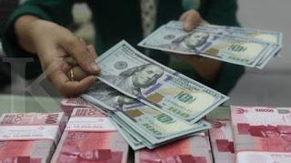 Sore Ini Rupiah Ditutup Melemah ke Rp 14.935 Per Dolar, Nyaris Tembus Ambang Batas Psikologis!