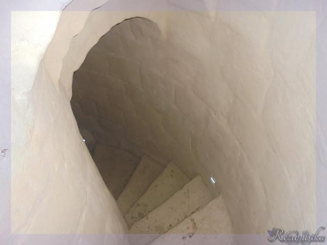 спуск с винтовой лестницы минарета